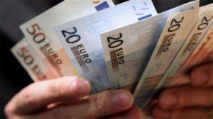 Μπήκε στους λογαριασμούς το επίδομα των 800 ευρώ