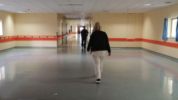 Λάρισα: Σε κρίσιμη κατάσταση 55χρονη θύμα ξυλοδαρμού από τον γιο της