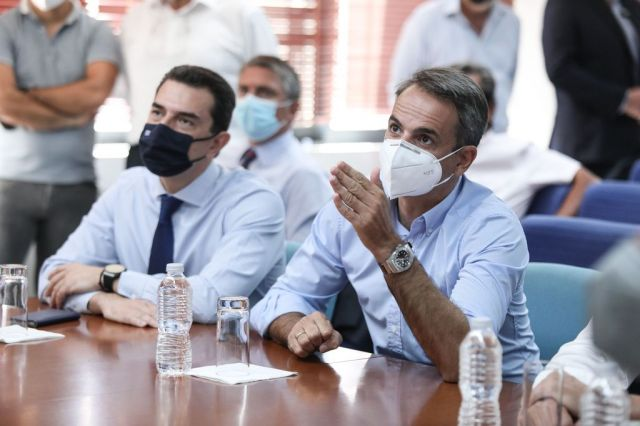 Σύσκεψη Κυριάκου Μητσοτάκη και Κώστα Σκρέκα για τον καύσωνα