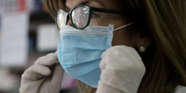 Yποχρεωτική χρήση μάσκας σε μαγαζιά, κρεοπωλεία, φούρνους, ΔΕΚΟ, τράπεζες