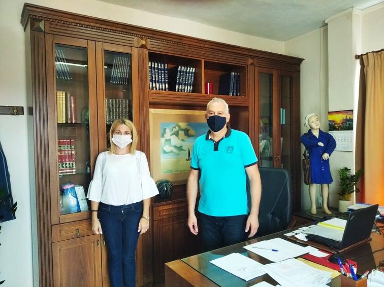 Στις διευθύνσεις Α/θμιας και Β/θμιας εκπαίδευσης εκπρόσωπος του Δήμου Φαρκαδόνας